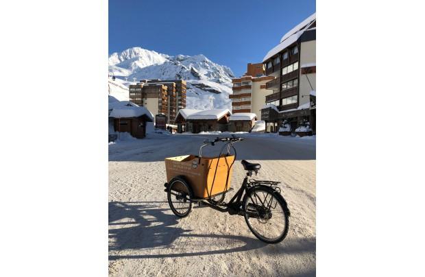 Notre vélo cargo KID + à l'œuvre à VAL THORENS